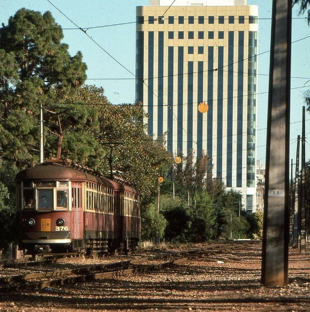 ‪Today's historic pic: A pair of Adelaide H class trams running from Glenelg to Victoria Square near South Terrace, Adelaide, January 12 1990‬