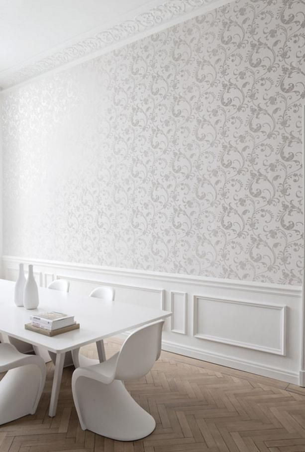 Klasyczna tapeta z błyszczącym ornamentem do stylowych nwetrz salonu i sypialni