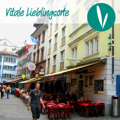 VITALER LIEBLINGSORT  Die Gräbligasse in Zürich.  Ein Bummel durch die historische Altstadt ist - nicht nur im Frühling - sehr empfehlenswert. Hier ist jedes Gässchen ein Augenweide, und zahlreiche kleine Cafés verlocken zum Verweilen und Genießen.  Die Gräbligasse liegt auf dem von der Stadt empfohlenen Rundgang: http://ow.ly/kTL9e