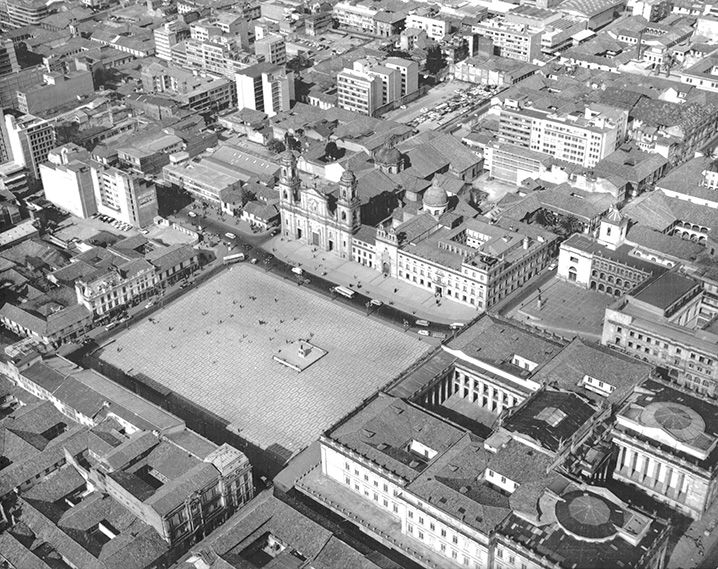 [Aérea Plaza de Bolívar] / Saúl Orduz / c.a. 1950 / Colección Museo de Bogotá: MdB 26824 / Todos los derechos reservados