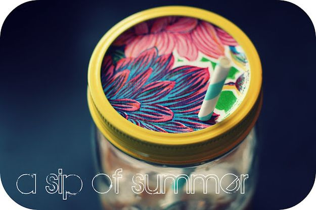 Mason jar sippy cup: Idea, Mason Jars Cups, Summer Drinks, Sippy Cups, Mason Jars Drinks, Ten Reminder, Jars Sippy, Diy, Jars Lids