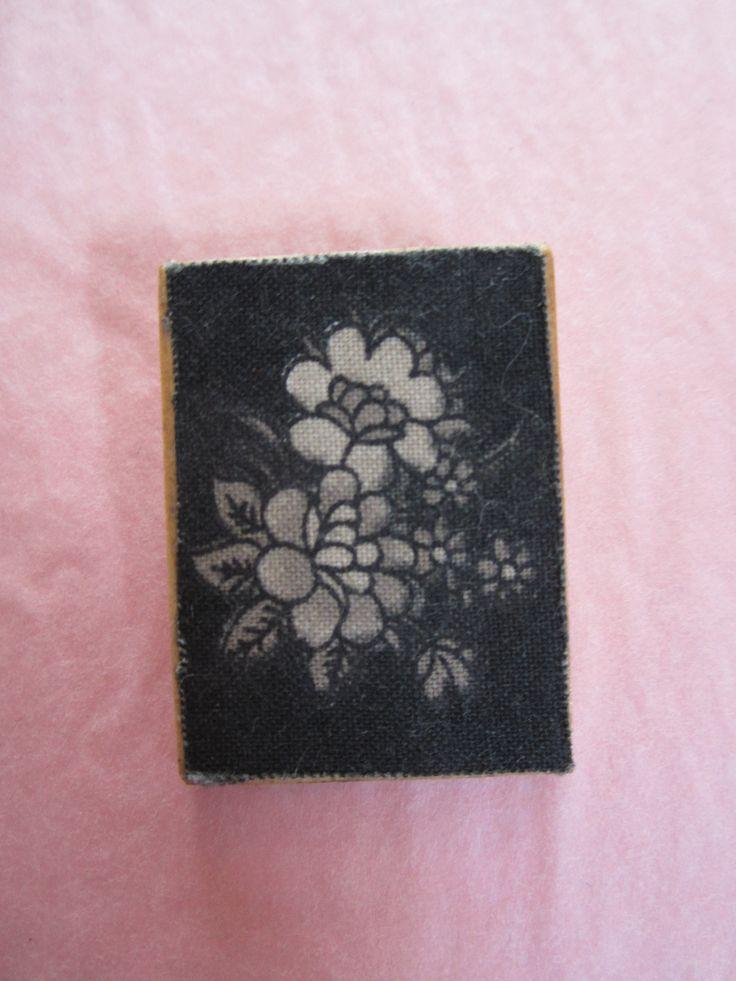 Vintage Black and white flower design braoch