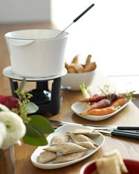 Whiskey-Cheese Fondue: Holidays Parties, Appetizers Parties, Appetizers Recipes, Whiskey Chee Fondue, Parties Appetizers, Fondue Parties, Whiskey Cheese Fondue, Cocktails Parties, Fondue Recipes