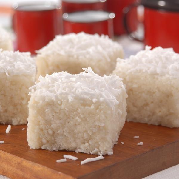 Receita de Cuscuz de Tapioca sem Lactose - 1/2 xícara (café) de leite de coco, 1/4 xícara (chá) de extrato de soja, 2 colheres (sopa) de açúcar, 1 xícara (c...