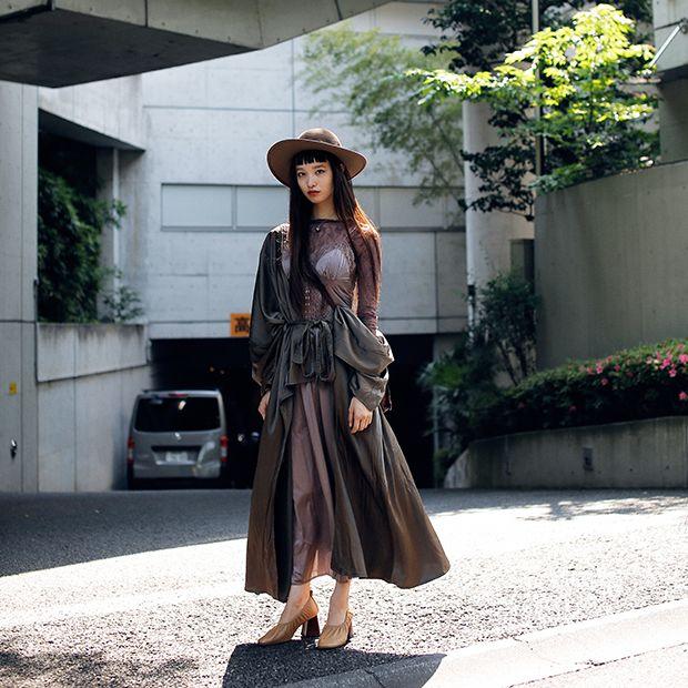 スナップさせていただいた、Donna所属モデルの萬波ユカさん。シューズはCELINE。