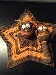 Virkad snutte och skallra Uggla Chrochet babyrattle Owl
