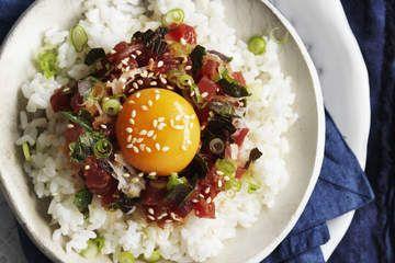 Finely chopped tuna on rice