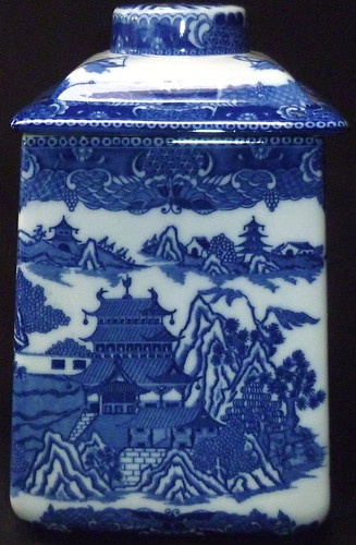 Rington's Limited Tea Merchants Reproduction Blue Willow Pattern Tea Caddy