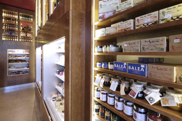 Mostaza Design   Vino & Compañía   Madrid   Wine Shop   Interior design   #retaildesign #mostazadesign #wine #shop #vinoycompañia #interiordesign #interiors #retail