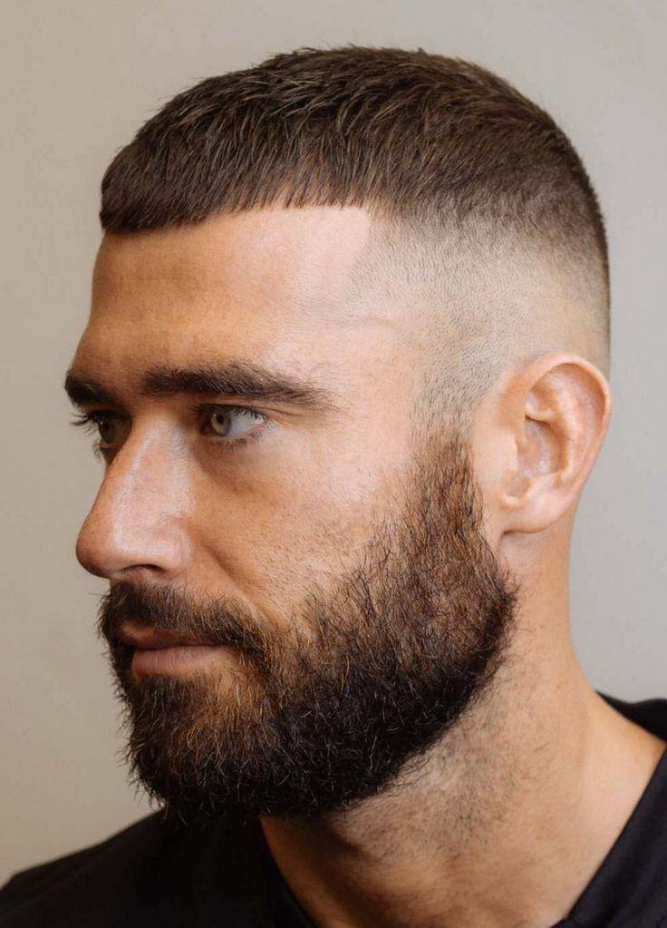 Kurzhaarschnitt Mit French Crop Und Hinterschnitt Mit Hautverblassungsfrisur Mannerhaare Haare Manner Manner Frisur Kurz