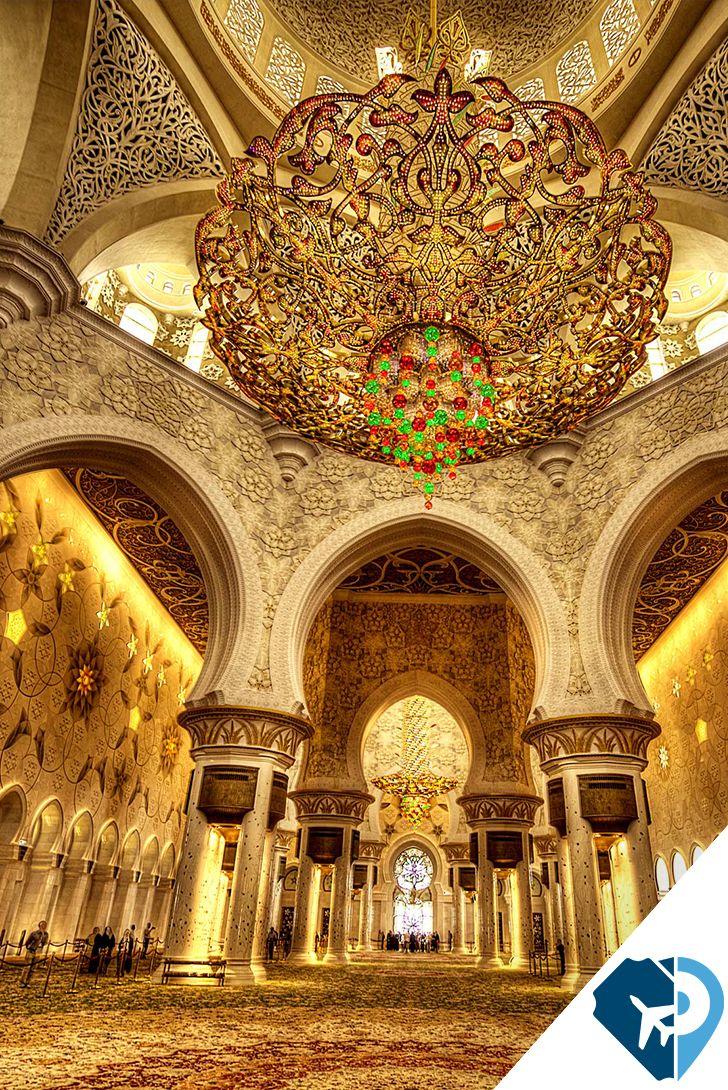 La mezquita Sheikh Zayed es una mezquita situada en Abu Dabi, en los Emiratos Árabes Unidos. Su nombre hace honor al primer presidente de los Emiratos Árabes Unidos, Zayed ibn Sultán Al Nahayan. La estructura puede albergar a más de 40,000 personas y posee uno de los patios de mármol más grandes del mundo.