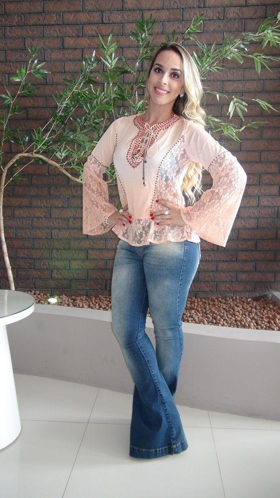 Calça Lança Perfume Jeans, com lavagens, Boca de sino, Alto Verão 2016 Modelo Veste 38.