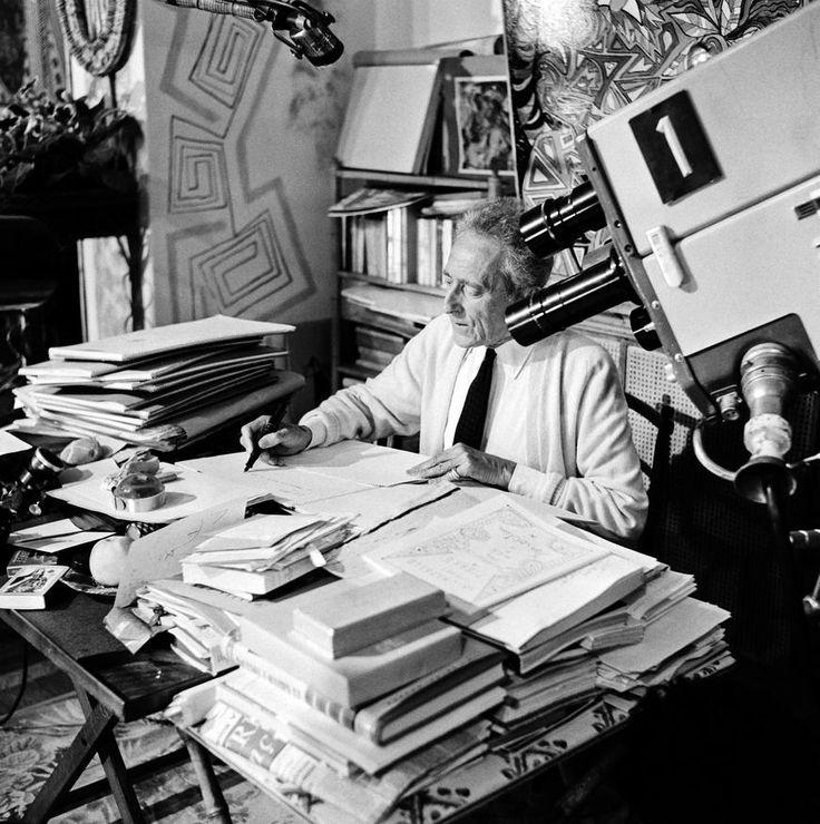 """L'INA avec Photoservice.com - Jean Cocteau à son bureau pour l'émission """"En direct de"""" tournée à la villa Santo Sospir de Francine Weisweiller"""