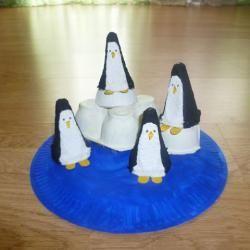 Pinguine aus Madagascar aus Pappteller und Eierkarton selbst basteln Schritt 14