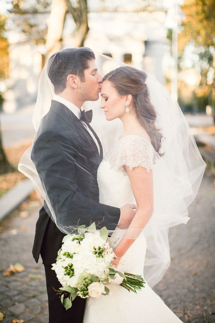 Foto noivos com véu