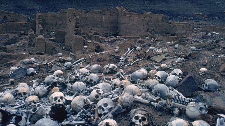 Mandatory Credit: Photo by Stock Connection/REX/Shutterstock (2363962a) Pre - Inca cemetery, Peru. VARIOUS Cintorín Chauchilla v Peru je starovekým pohrebiskom v srdci neúrodnej púšte Sechura. Ľudské pozostatky tu ležia zhruba od roku 1 000 n.l.