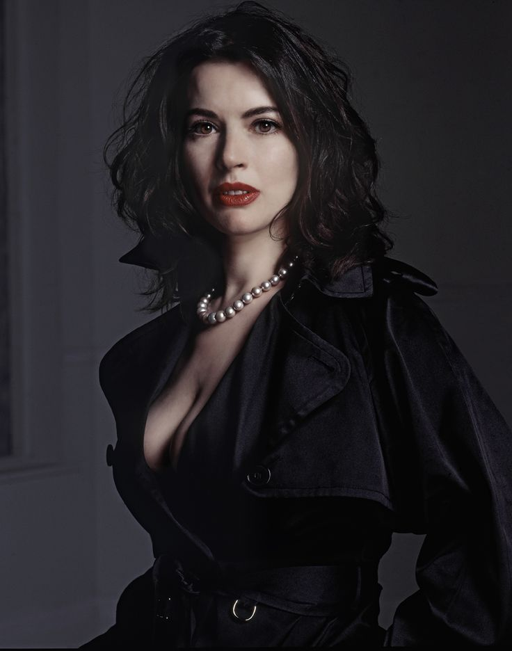 Nigella Lawson - damn, I never realized just how well she could rock the dark/goth genre!