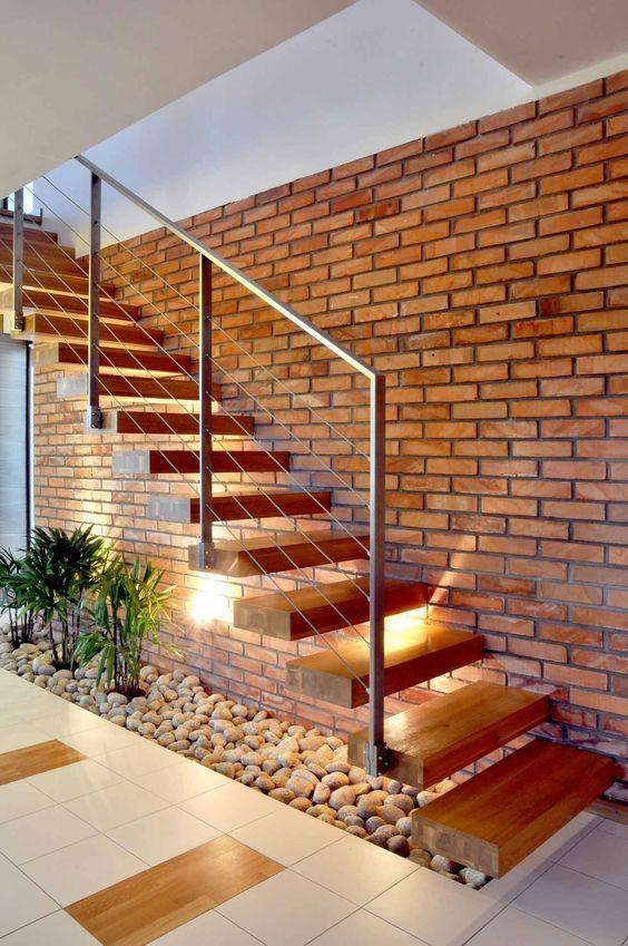 escada em consola com trilhos para cabos   – Bathroom