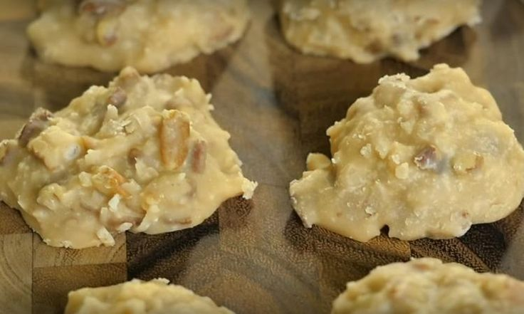 Biscuits pralinés aux pacanes et à la noix de coco sans cuisson
