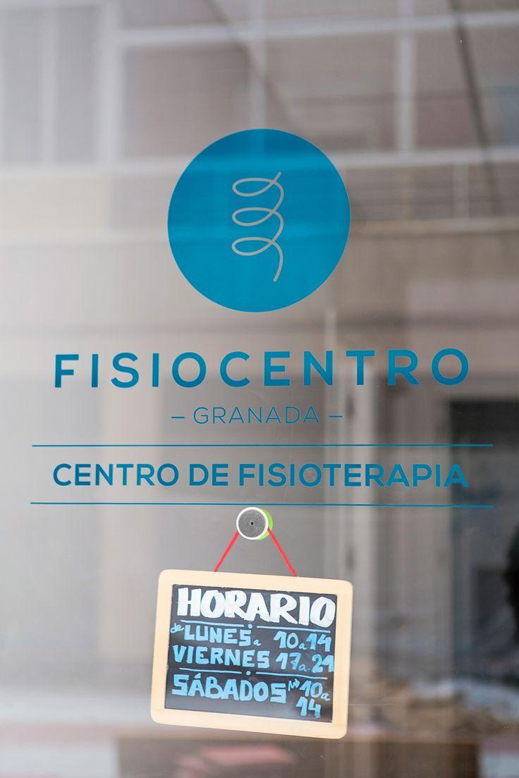Corporate signs design for Fisiocentro, physiotherapy clinic based in Granada, Spain / Diseño de rótulo corporativo para Fisiocentro, clínica de fisioterapia situada en el centro de Granada / Photography by Carolina Lobo