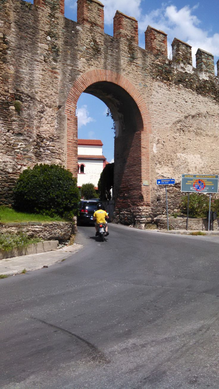 https://flic.kr/p/oqGxM5 | Byzantine Walls, 4th century AD, Thessaloniki, Greece