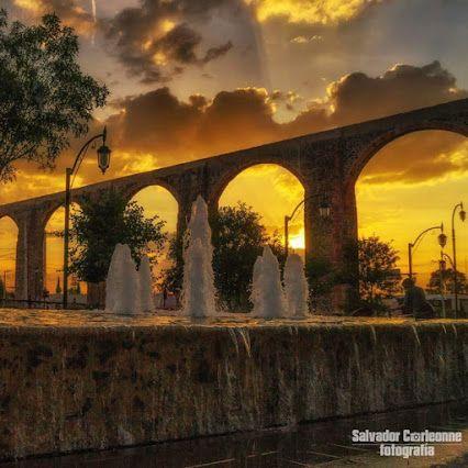 #Acueducto #Querétaro, #México. Símbolo de la ciudad desde que se terminó en 1735. Su monumental arquería es de 1,280 m y su altura máxima exacta es de 28.42 m, con 74 arcos de medio punto, similar a las construcciones romanas de su tipo. ¿Su función original? Proveer a Querétaro del agua que pasó durante años, desde la cañada hasta las múltiples fuentes regadas por la ciudad a través de esta edificación. Este acueducto guarda una leyenda. Tour By Mexico - Google+