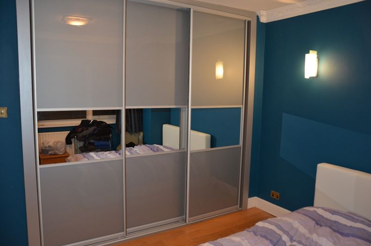 Bedroom alcove sliding wardrobe with sliding doors made from glass and mirrors.  #UrbanWardrobes #London #Richmond #Glass #Mirror #Slidingdoors #wardrobe #wardrobes #interior #interiors #design #designer #bedroom #storage #furniture #bespoke #fitted