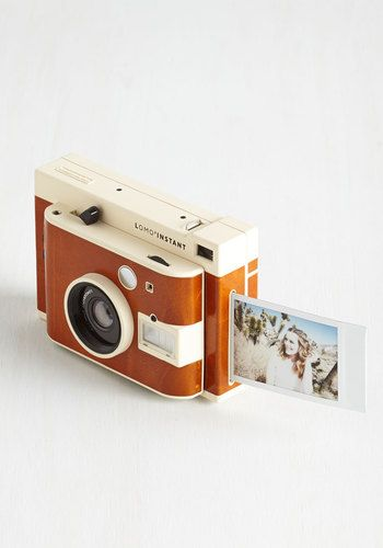 Shoot breathtaking photos and share them on the spot with this Lomography instant camera. Featuring an advanced lens system with a built-in wide angle lens, fisheye and portrait attachments, and color gel filters, this impressive camera opens up a world of photographic opportunities!