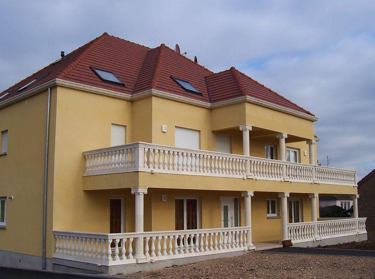 grand balcon am nag avec des balustres en pierre reconstitu e ciment blanc mod le roma azur. Black Bedroom Furniture Sets. Home Design Ideas