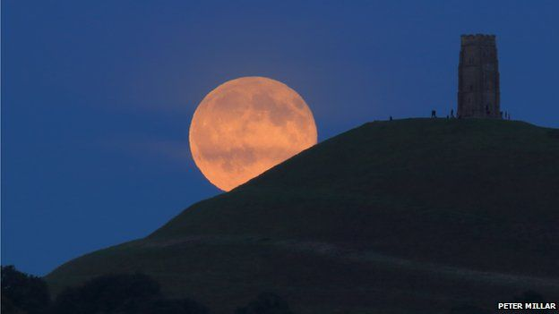 People gathered at Glastonbury Tor in Somerset, to catch a glimpse of the blue moon. Peter Millar was at the scene and shared this image. (via BBC on Twitter)