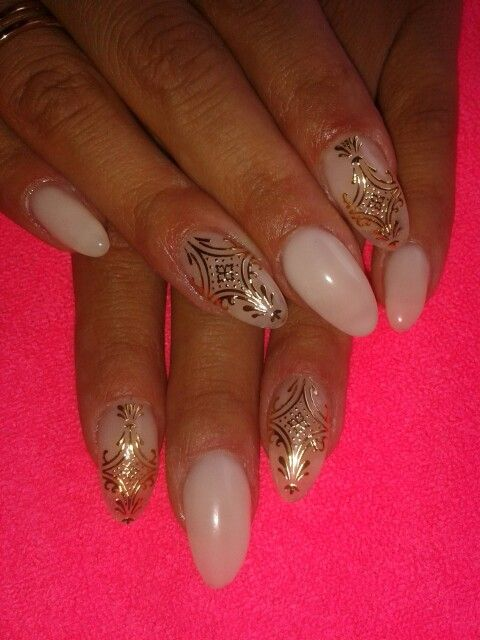 Luxury gold nails