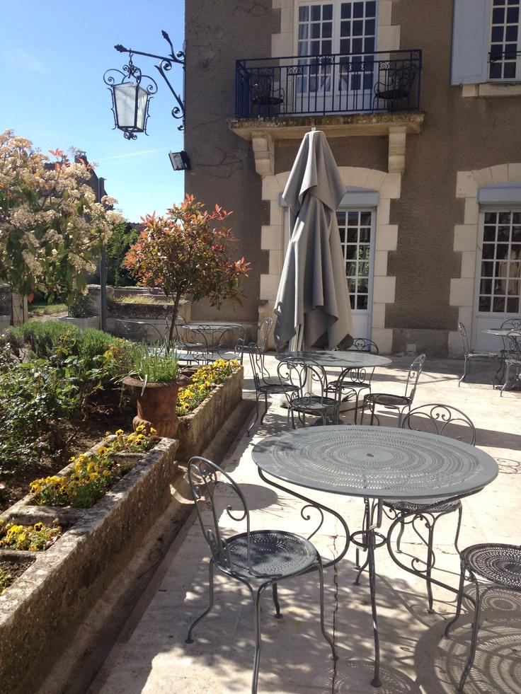 Terrasse de lhôtel  Hotel de la Poste et du Lion dOr à #Vézelay