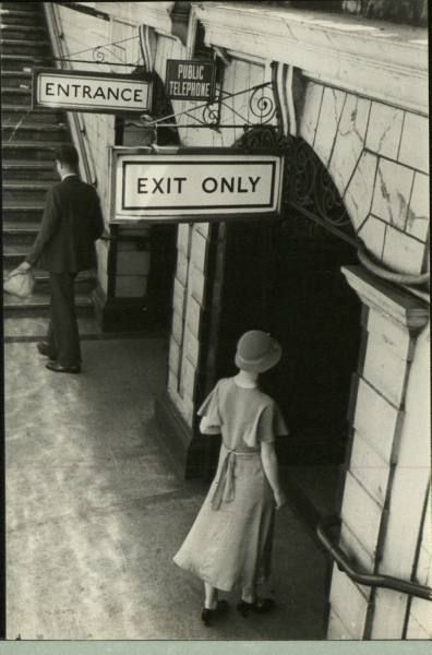 Enter Exit to the Train in 1910-Tumblr