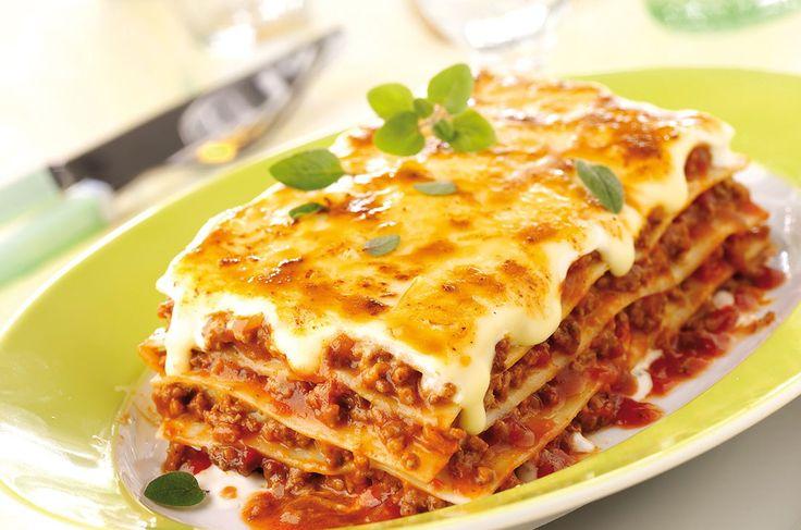 ¡Fácil! Cocina esta receta de lasaña boloñesa tradicional con carne molida en 30 minutos, después de hacerla querrás combinarla con pollo, jamón o queso