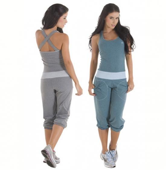 Передовые функциональные ткани, эргономичный крой для бескомпромисной свободы движений и максимального комфорта.