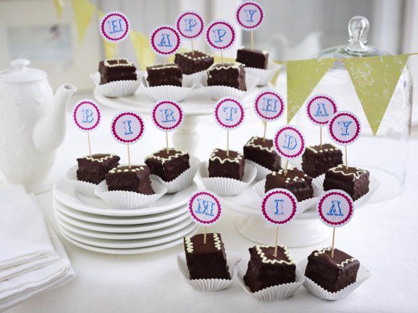 Unser beliebtes Rezept für Glückwunsch-Petits-Fours und mehr als 55.000 weitere kostenlose Rezepte auf LECKER.de.