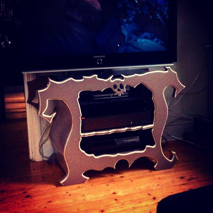 Stereo/tv stand Tim Burton style