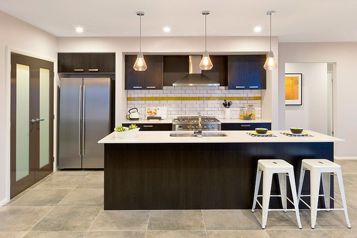 We love the splash of honeycomb yellow against the contrasting tones to bring this kitchen to life. #kitchendesigns, #kitchensplashback, #mojohomes, #HomeworldKellyville