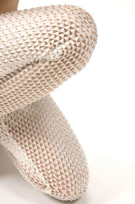 Formée en design à l'ENSAAMA Olivier de Serres et à la Design Academy d'Eindhoven, Camille Cortet s'inspire de la nature pour créer des parures textiles et de papier. Dans ces deu…