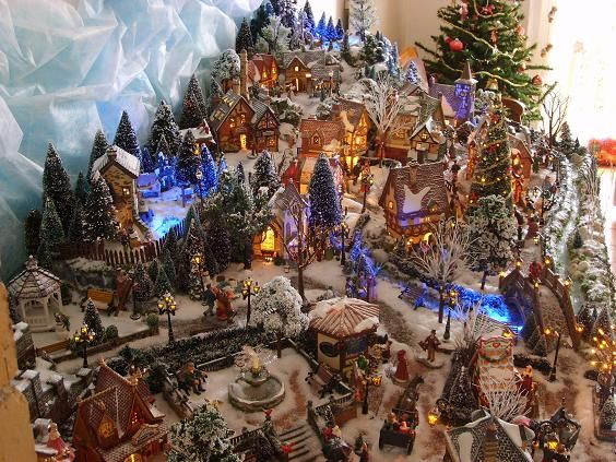 Dickensville holidays christmas village pinterest christmas villages noel and department 56 - Village de noel miniature ...