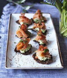 Smagen af laks, avocado og sprødt brød er intet mindre en fantastisk! Det bliver dog endnu bedre, når det kommer i samspil med en sødlig, let og lakridsagtig smag fra estragon.