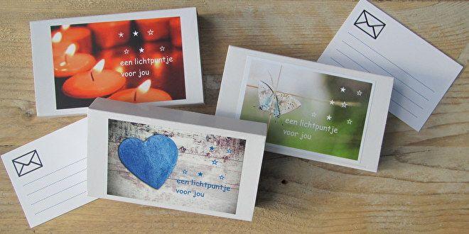 Een lichtpuntje om aan iemand te sturen per post. Het doosje bevat 2 kaarsjesen een kaartje om een persoonlijk bericht op te schrijven.