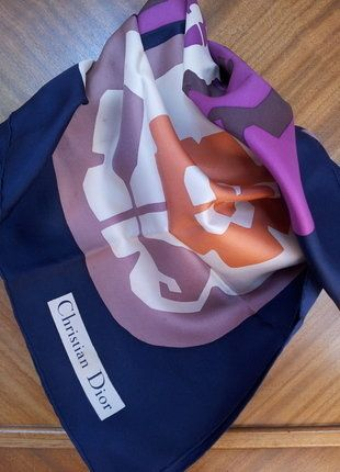 À vendre sur #vintedfrance ! http://www.vinted.fr/accessoires/echarpes/34086505-foulard-dior-vintage