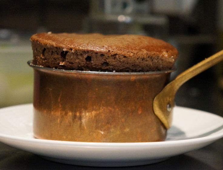 Le gagnant de Top Chef 2012, Jean Imbert, a réalisé pour nous une recette pratique, puisqu'on peut la faire d'avance : le soufflé au chocolat !