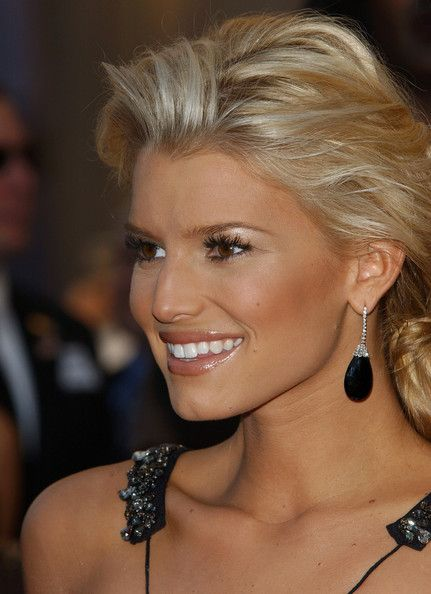 Jessica Simpson is my beauty crush!  She is so so pretty and always knows how to rock it! xoxo Jess