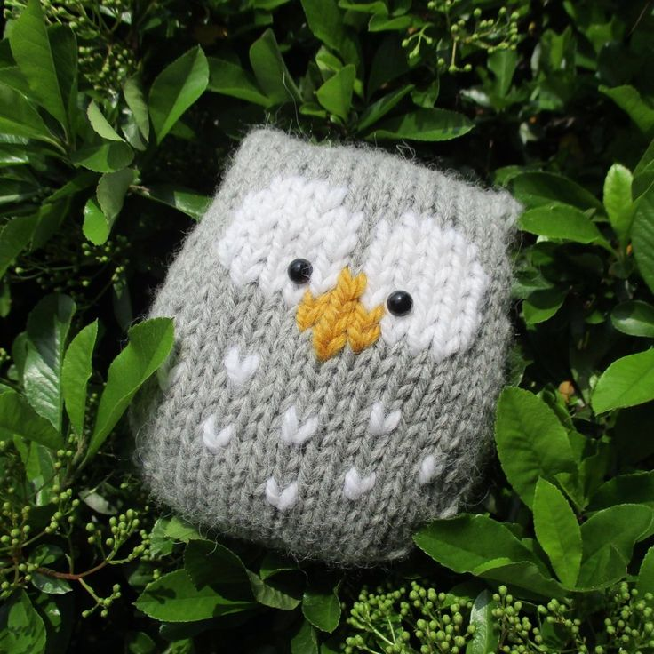 This a simple to knit owl.  It is knitted in one piece, and there is no tricky colour-work as the eyes and beak are added after knitting using Swiss Darning (or duplicate stitch) embroidery.THE PATTERN INCLUDES:  Row numbers for each step so you don't lose your place, instructions for making the owl plus photos, a chart to show the colour pattern, a list of abbreviations and explanation of some techniques, a materials list and recommended yarns. TECHNIQUES:  All pieces are knitted flat…