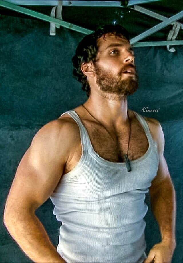 Henry Cavill i could nuzzle into him rite now