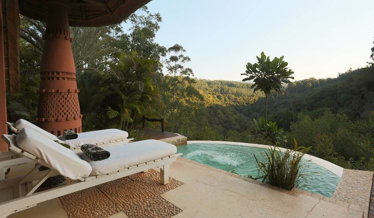 Timamoon Lodge is located in Hazyview in the Panorama South area of South Africa. All rooms also include their won provide infinity dip-pools! africatravelresource.com