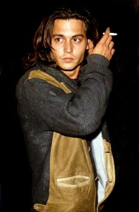 Mmmm, Johnny Depp has never looked as good than he did in Blow. BRING DAT ASS BACKKKK