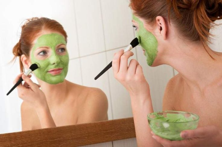 Receita de máscara facial caseira para pele cansada com abacate